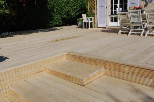 Lames de terrasse en bois: Accoya 21x150 ou 200 mm profil droit rainure coté pour clips Novlek
